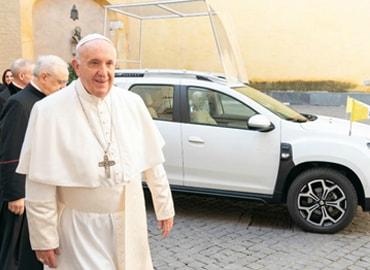 Новым автомобилем Папы Римского стал Renault Duster